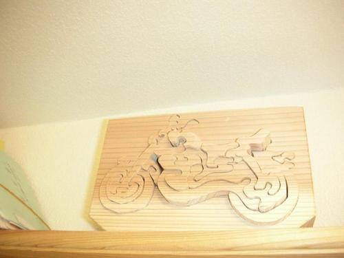 杉の少し厚めの板を使ってパズルを作ってみました。