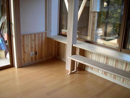 LDK周りには160センチ角の無垢の柱で囲まれており、どっしりとした安定感と癒しを与えてくれます。
