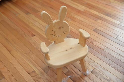 うさぎのイス 8,000円/子供用の椅子です。お子様が大きくなってから小物置きにしてみてはいかがでしょうか?