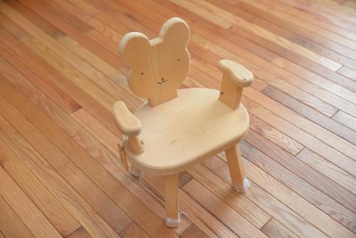 くまのイス 8,000円/子供の成長と共に、色々作ってみました。くまさんバージョン!薪になりかけの木も手を加えるといろんな物に変身です。