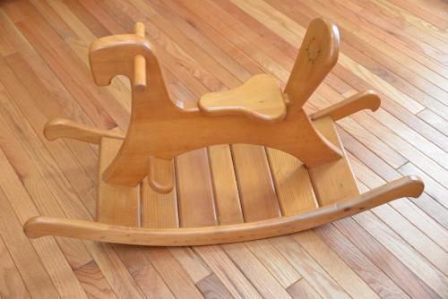 木馬 40,000円/この木馬は青森ヒバの切れ端を使って作りました。